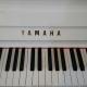 Yamaha U1 blanc laqué